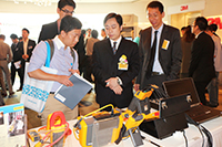 華輝科技群英會 2013 回顧 - 客人即場試用 FLUKE 產品